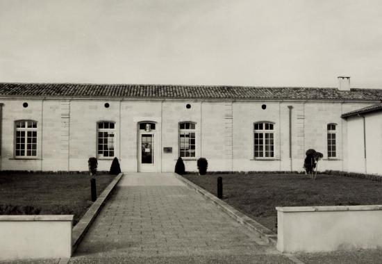 Abzac, l'ancien presbytère transformé en mairie.