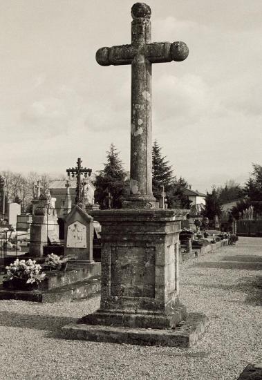 Abzac, la croix du cimetière