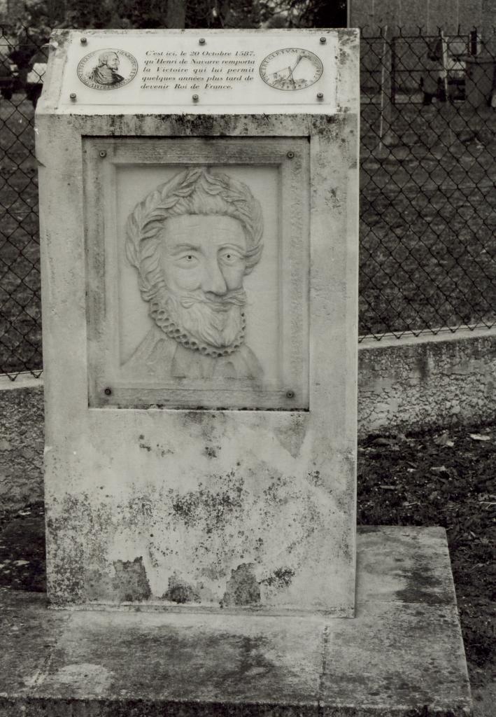 Coutras, la stèle Navarre, la bataille de Coutras