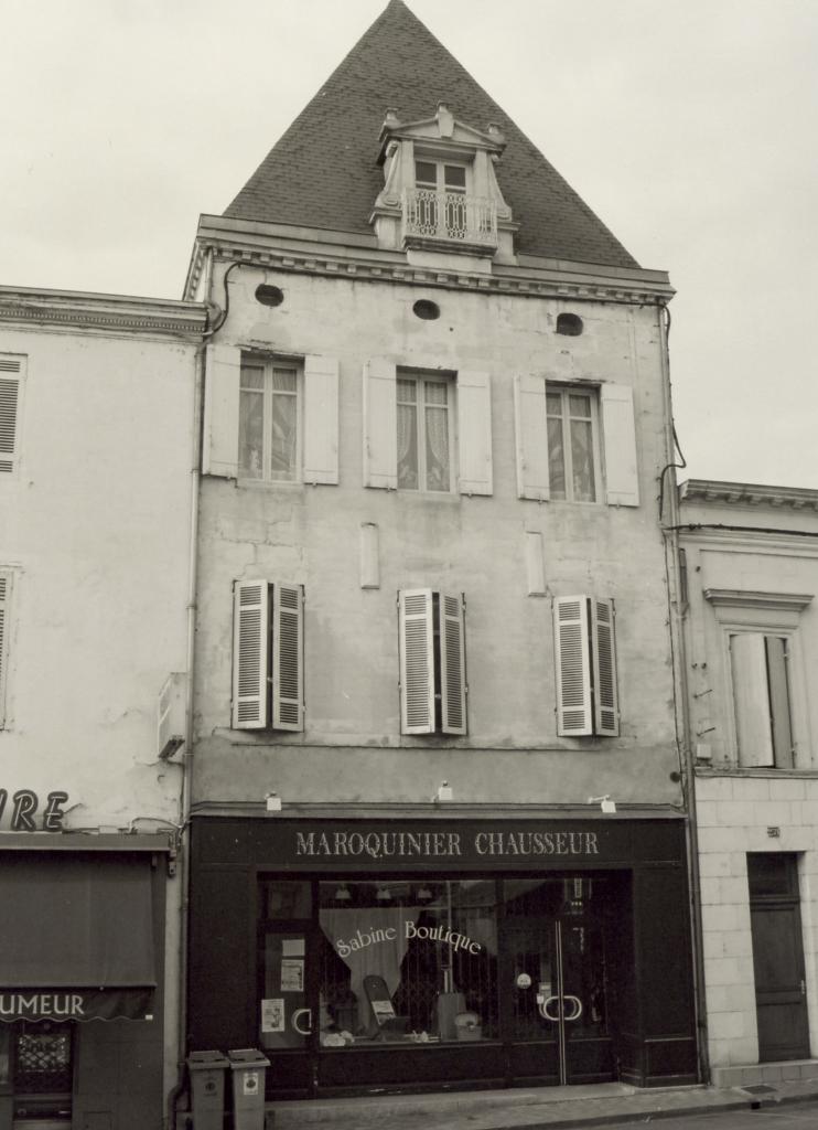 Coutras, une maison pavillon au 257 rue Brossolette