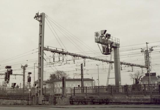 Coutras, caténaires et signaux en gare de Coutras