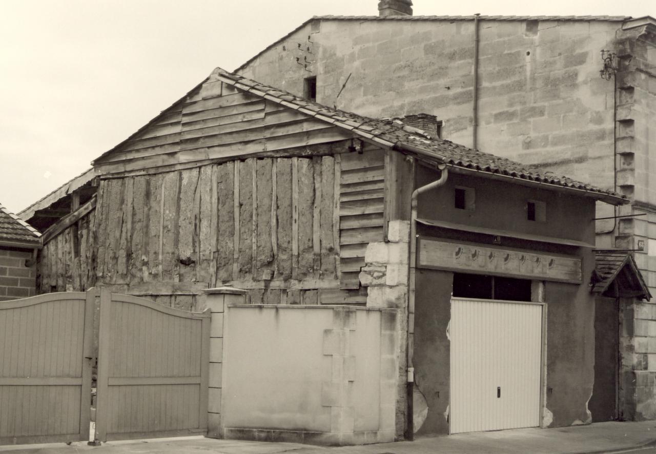 Coutras, une maison en torchis au 70 rue Brossolette