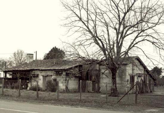 Les Eglisottes, une ancienne maison au lieu-dit  Bel-Air