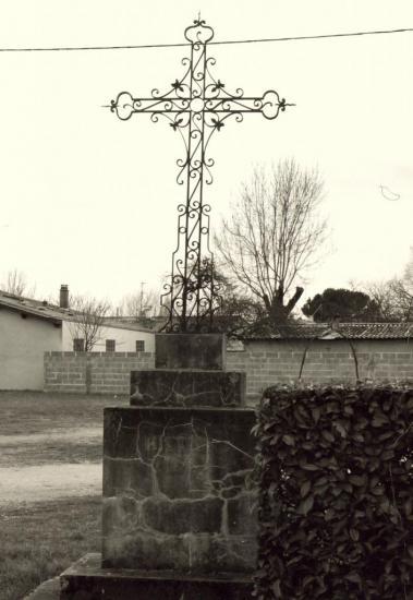 Les Eglisottes, une croix de mission