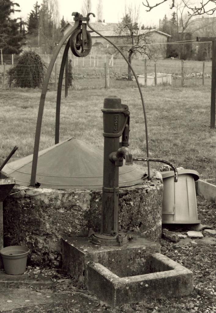 Les Eglisottes, un puits au lieu-dit le Breuil