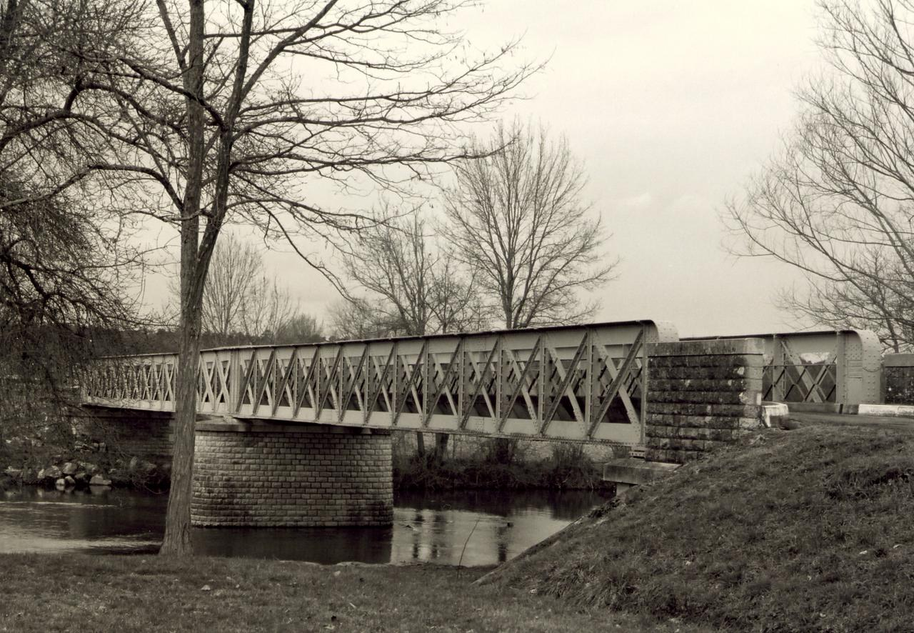 Les Eglisottes, le pont métallique sur la Dronne