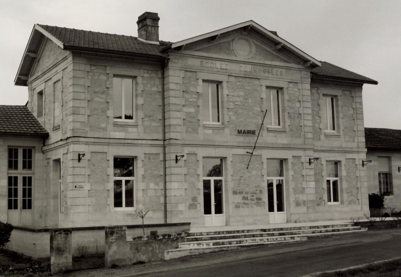 le Fieu, la mairie, c'est l'ancienne école qui date du 19ème siècle