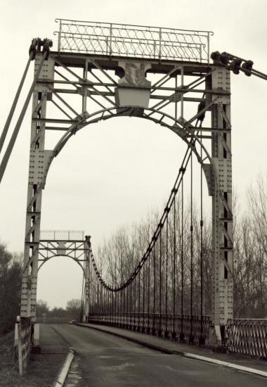 les Peintures, le pont suspendu sur la Dronne
