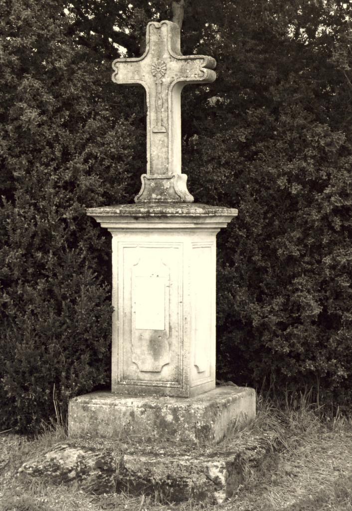 les Peintures, une croix de mission 1897
