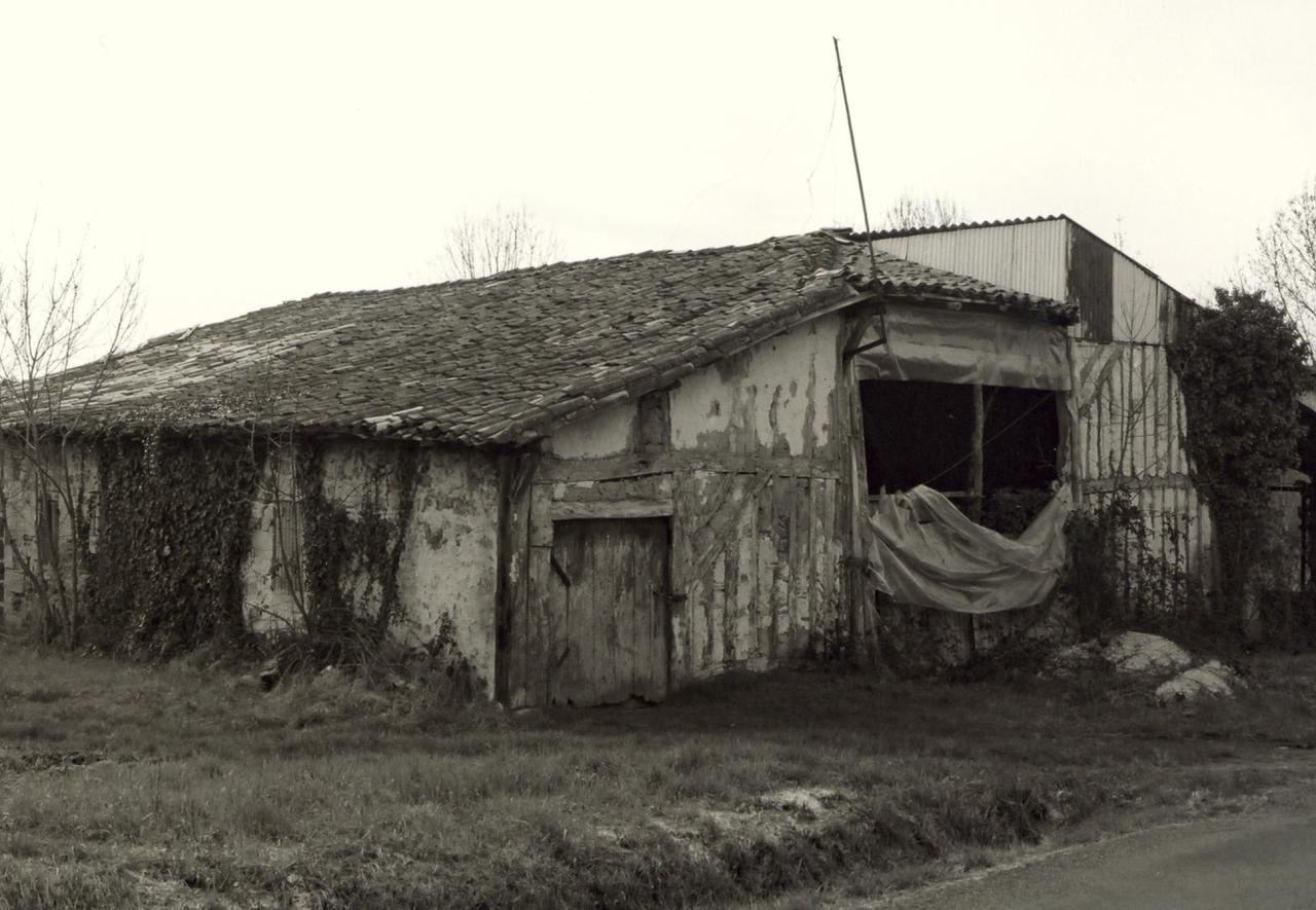 Saint-Christophe-de-Double, une vieille maison en torchis