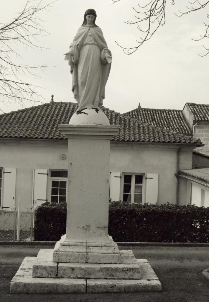 Saint-Christophe-de-Double, le statutaire