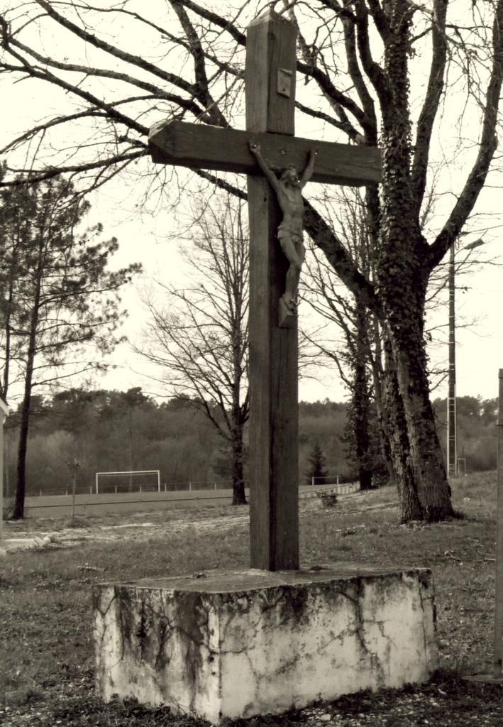 Saint-Christophe-de-Double, une croix vers le stade