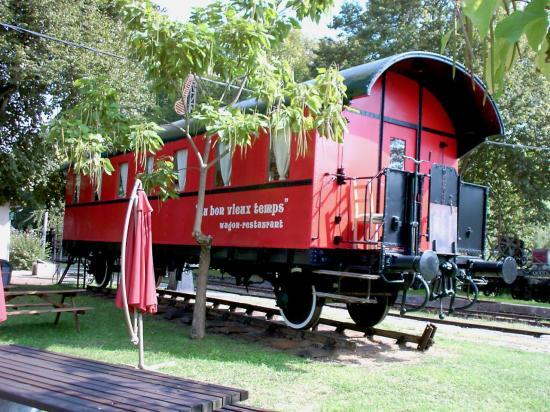 wagon restaurant en gare de Guitres