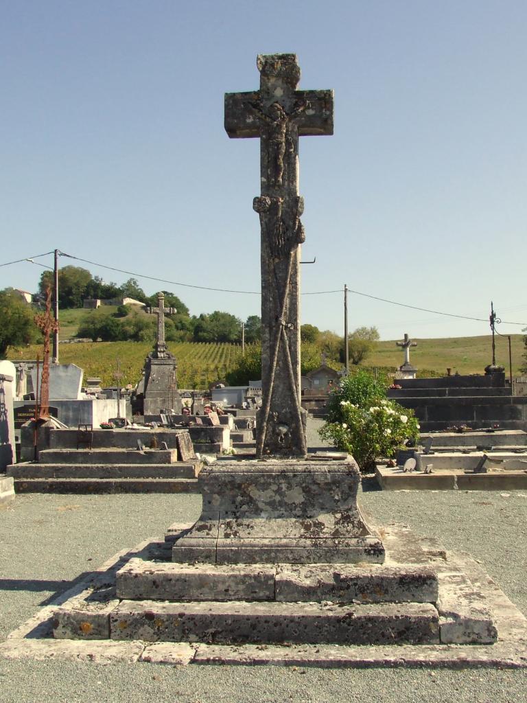 Fronsac, la croix du cimetière