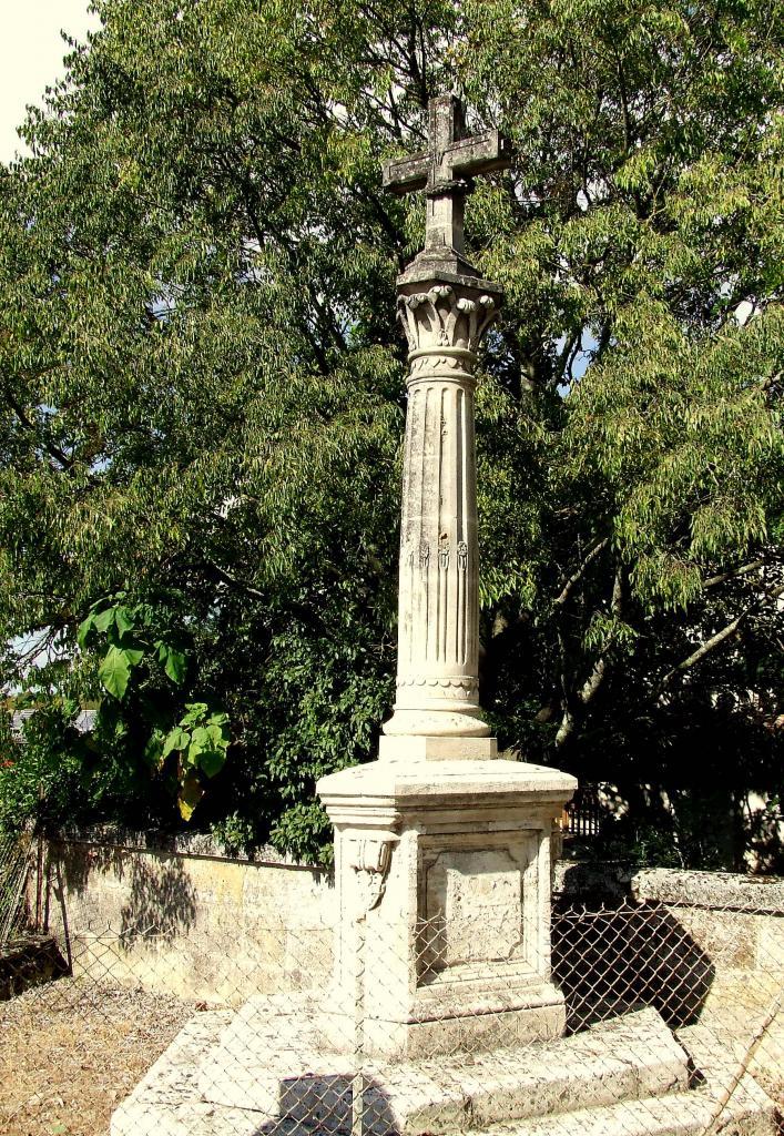 Saint-Michel-de-Fronsac, une croix de mission, au lieu-dit le Sable