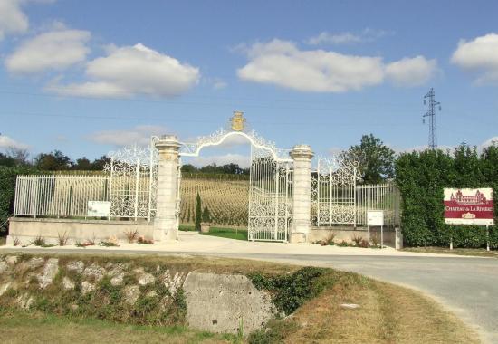la Rivière, le portail du Château la Rivière