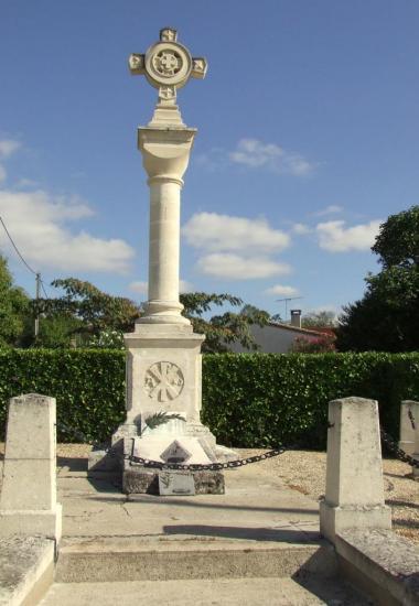 Saint-Germain-la-Rivière, le monument aux morts pour son originalité