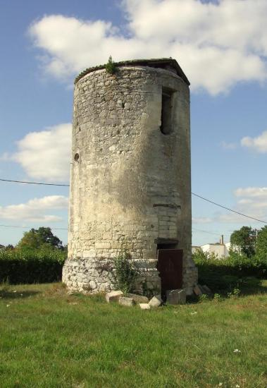 Saint-Germain-la-Rivière, un ancien moulin au lieu-dit Carpentey