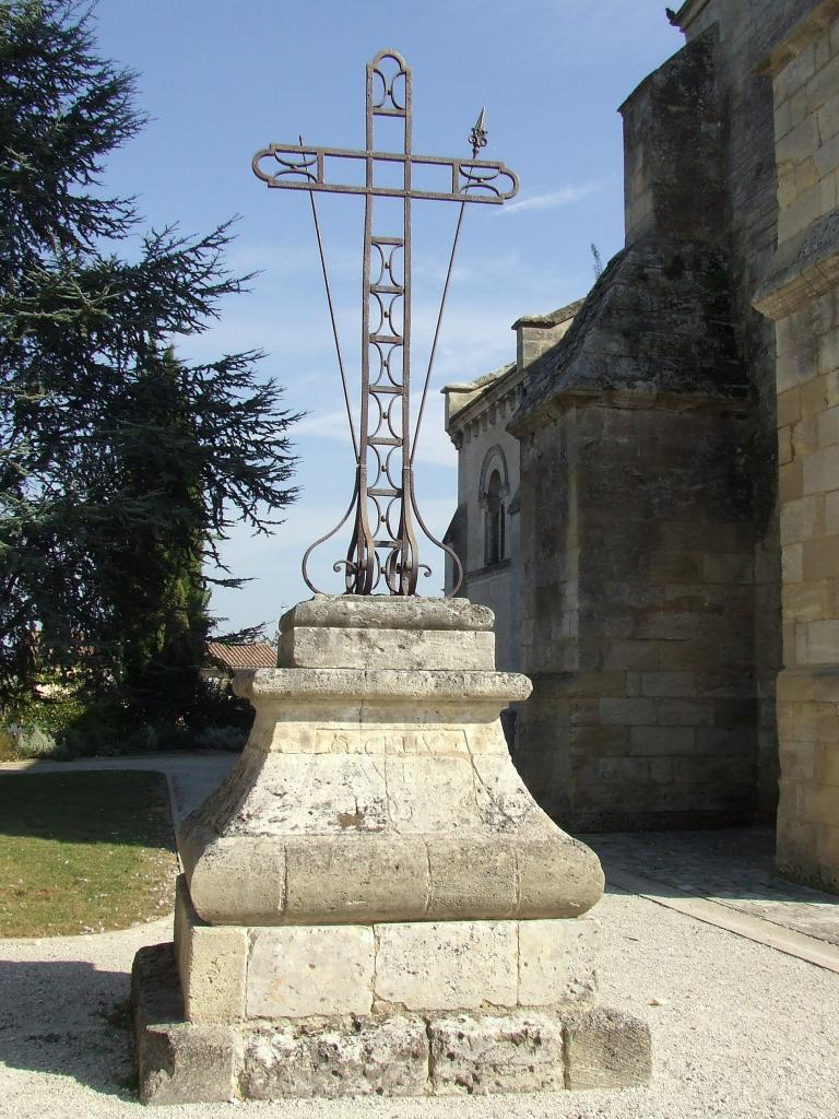 Villegouge, une croix ave1800