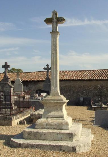 Vérac, la croix du cimetière