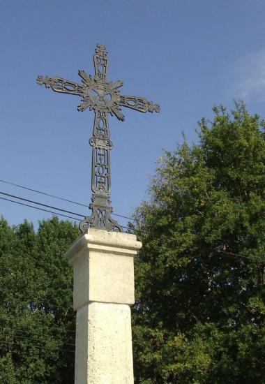 Tarnès, une croix au lieu-dit Vergnotte