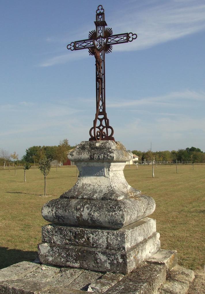 La-Lande-de-Fronsac, une croix de mission vers la route de Brande