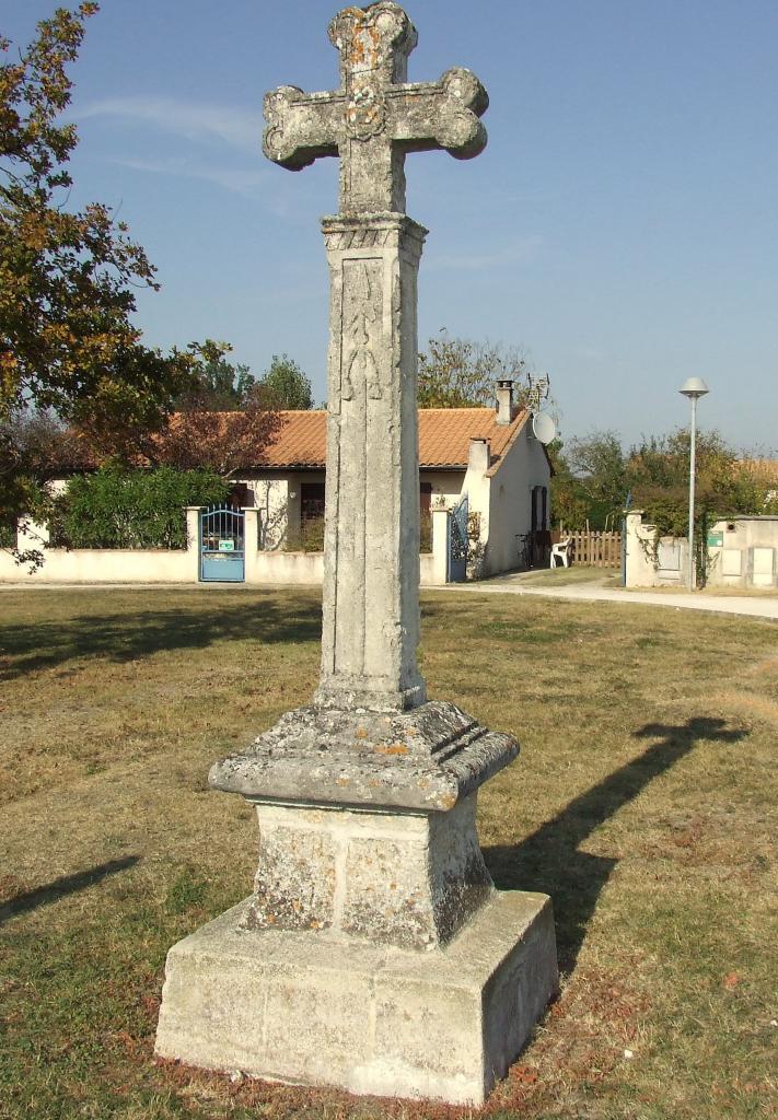 La-Lande-de-Fronsac, une croix sur la route Royale