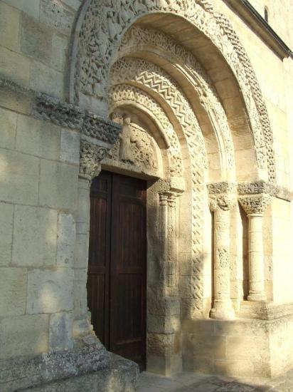 La-Lande-de-Fronsac, le portail de l'église