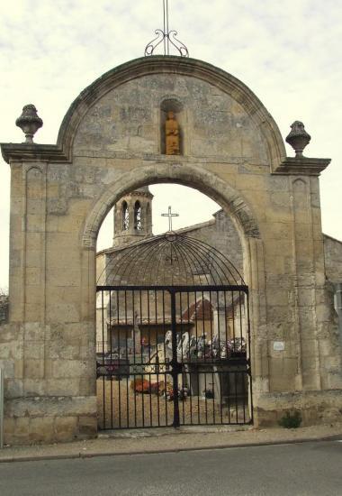 Saint-Romain-la-Virvée, un portail du cimetère