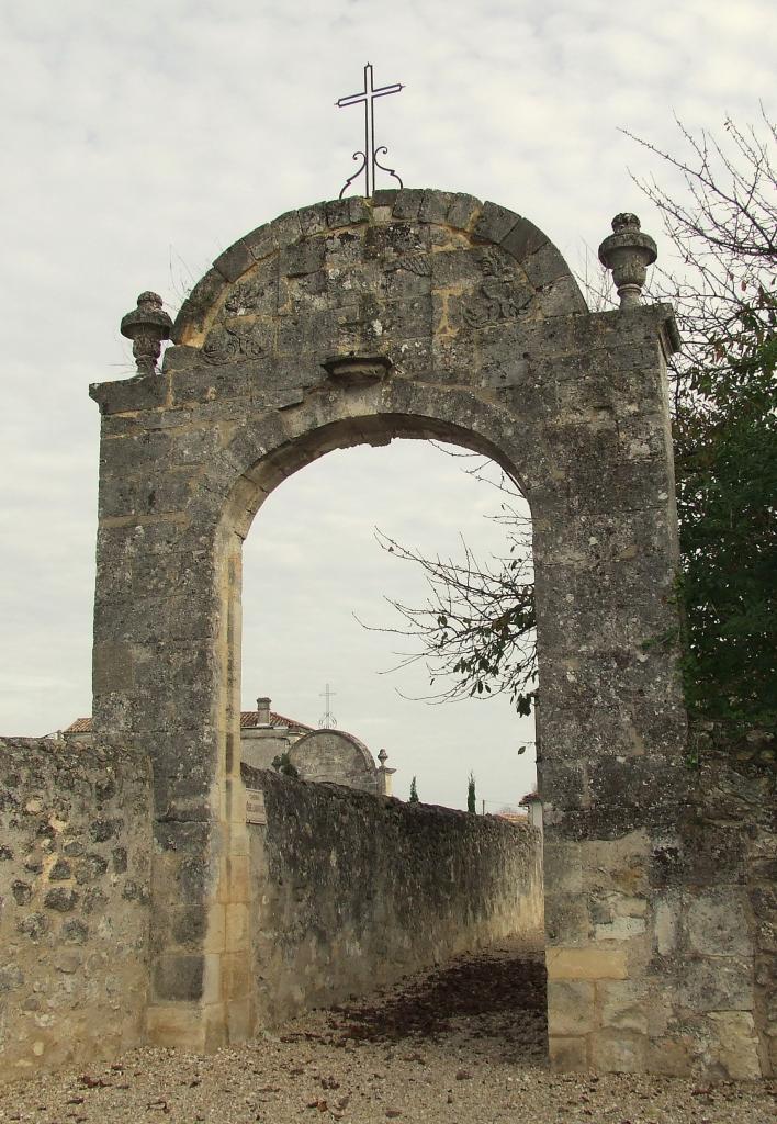 Saint-Romain-la-Virvée, le second portail du cimetière