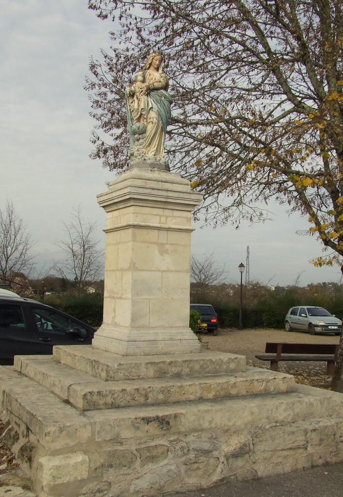 Asques, cette Vierge est face à la mairie