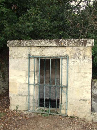 Asques, la fontaine seule au lieu-dit Saint-Martin