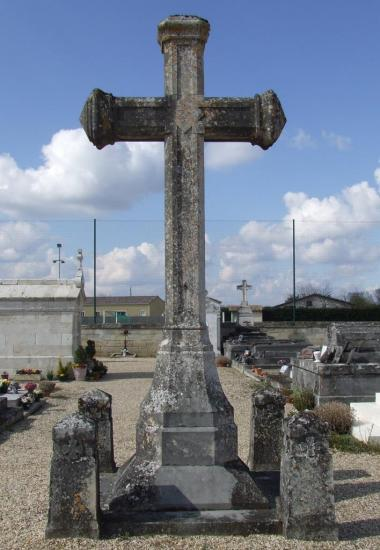 Galgon, la croix du cimetière