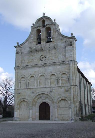 Galgon, l'église Saint-Jean fortifiée du 12ème siècle