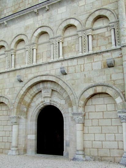 Galgon, le portail de l'église Saint-Jean
