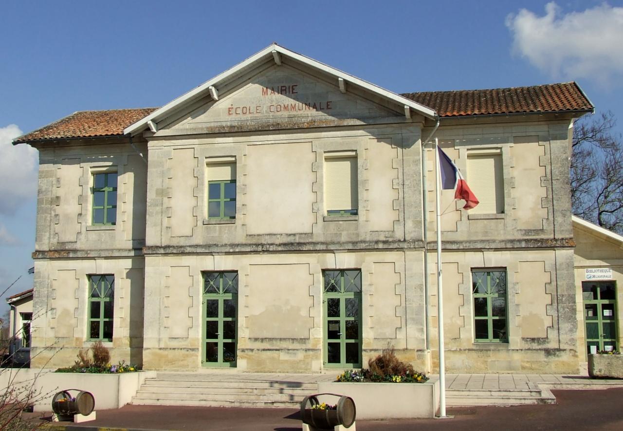 Périssac, la mairie et les écoles