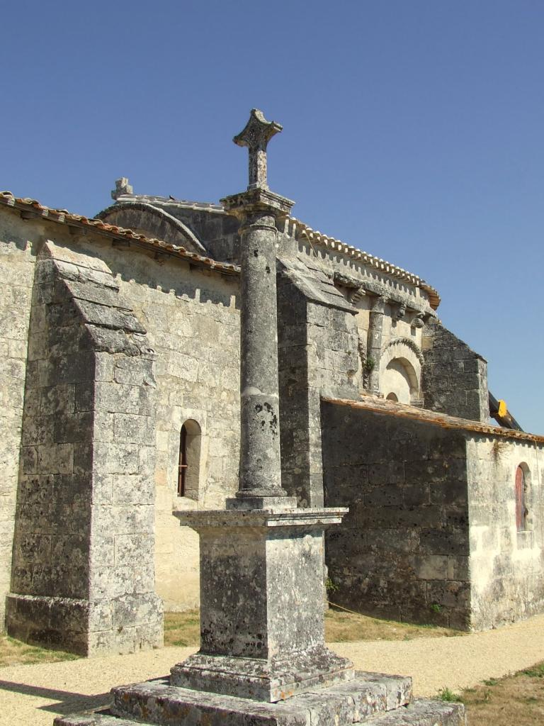 Mouillac, la croix du cimetière