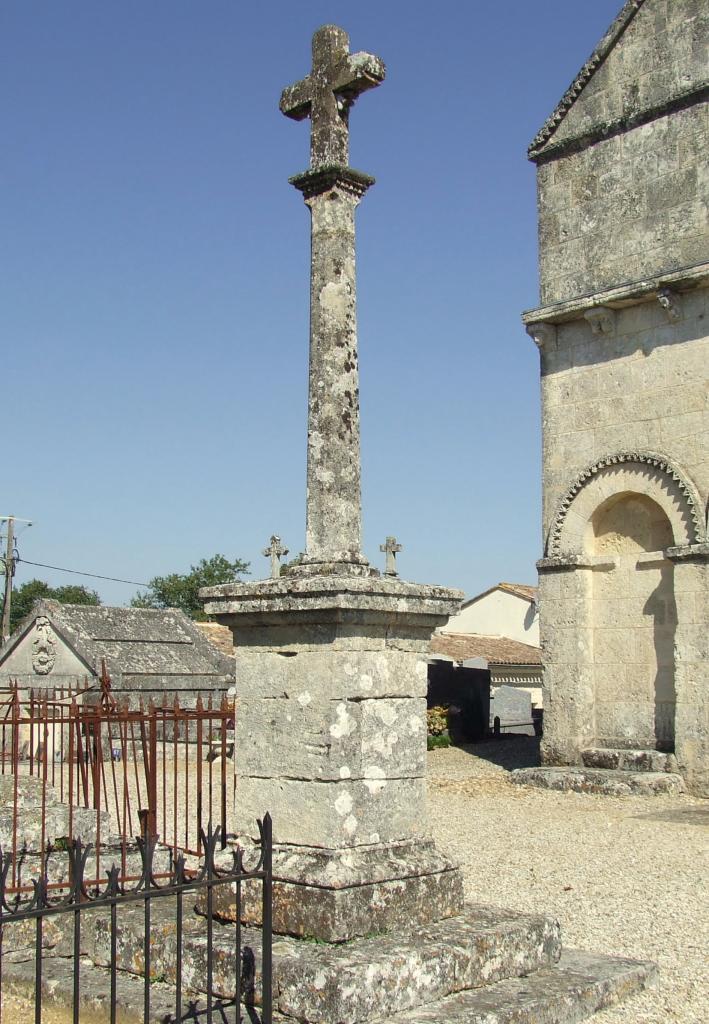 Saint-Genès-de-Fronsac, la croix du cimetière