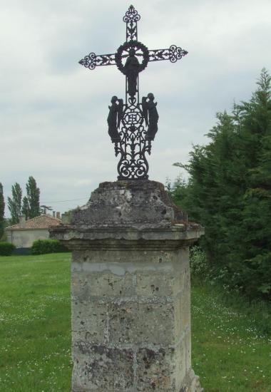 Lugon-et-l'Ile-du-Carney, une croix de carrefour au CD670