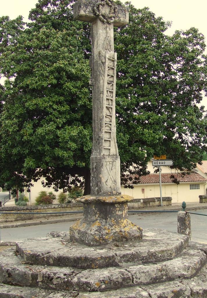 Lugon-et-l'Ile-du-Carney, la croix du cimetière