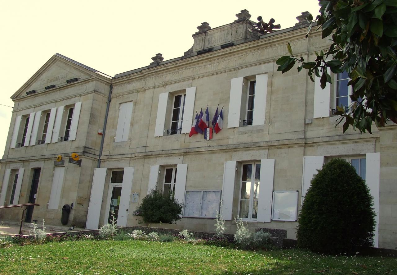 Arveyres, la mairie
