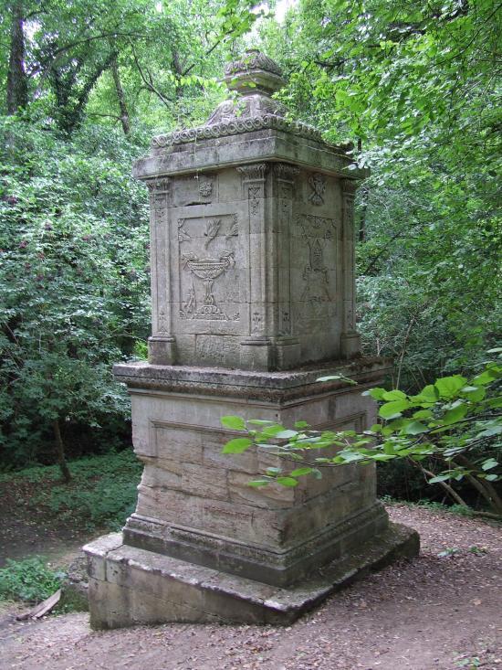 Espiet, la fontaine Saint-Aignan.