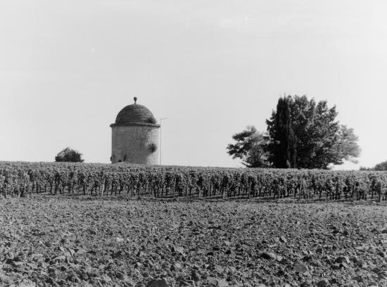 Saint-Emilion, le moulin au château Ballest-la-Tonnelle