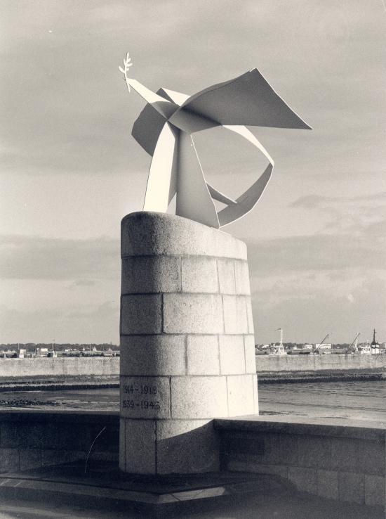 Saint-Nazaire, le monument aux morts.