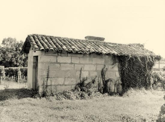Saint-Christophe-des-Bardes, une maison de vigne au lieu-dit Robin.