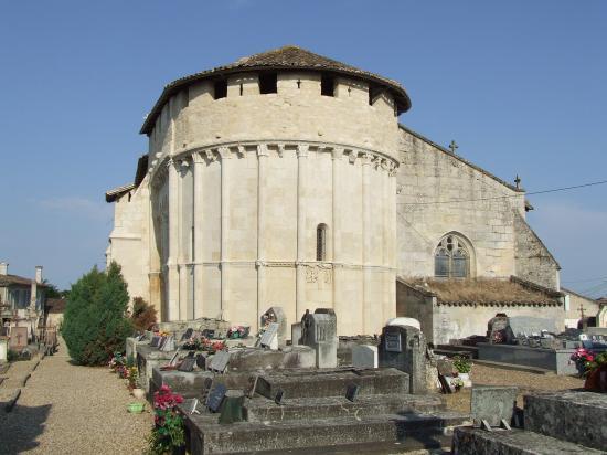 Saint-Quentin-de-Baron, le chevet roman de l'église Saint-Quentin.