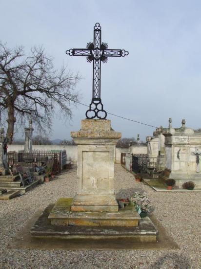 Génissac, la croix du cimetière.