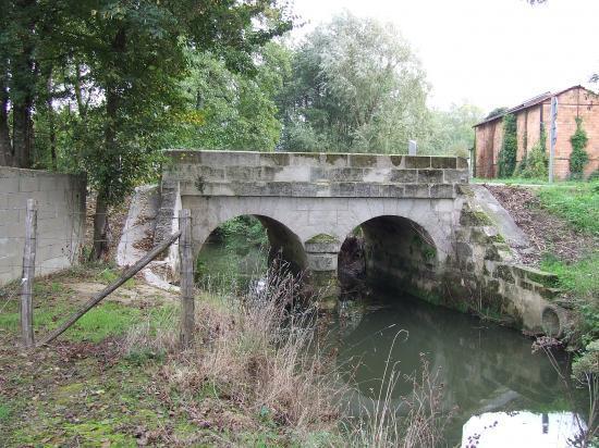 Saint-Germain-du-Puch, le pont sur la Gourgue,