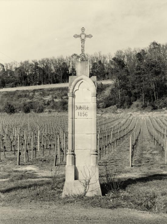 Saint-Hippolyte, au château Capet, la croix de Jubilé 1856.