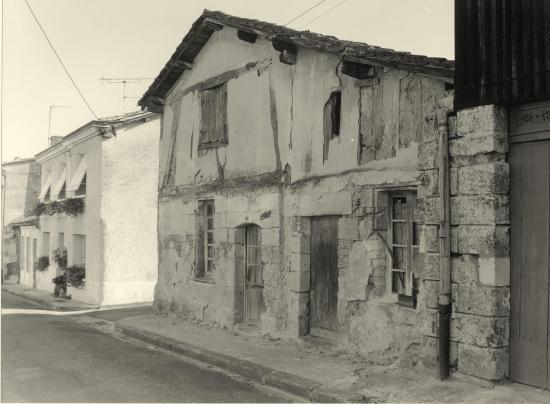 Guitres, une ancienne bâtisse